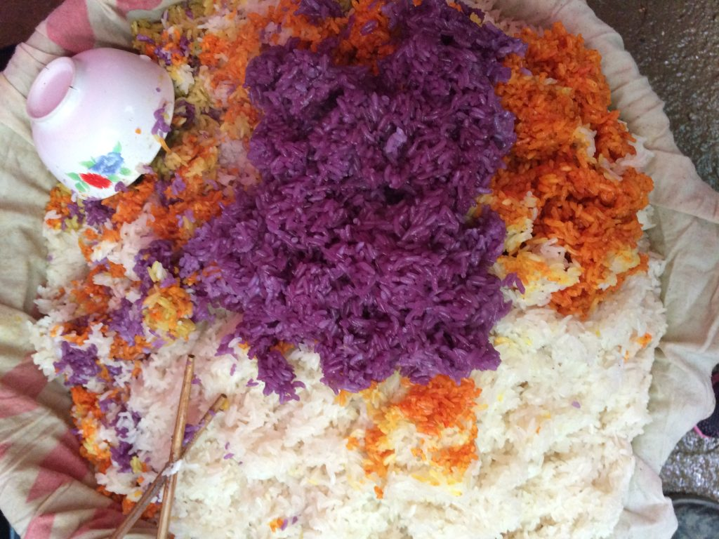 Xôi ngũ sắc là món ăn đặc sản của tỉnh Hà Giang