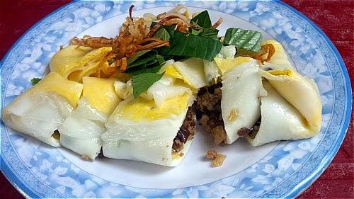 Bánh cuốn trứng Hà Giang là món ăn đặc sản độc đáo nhất.