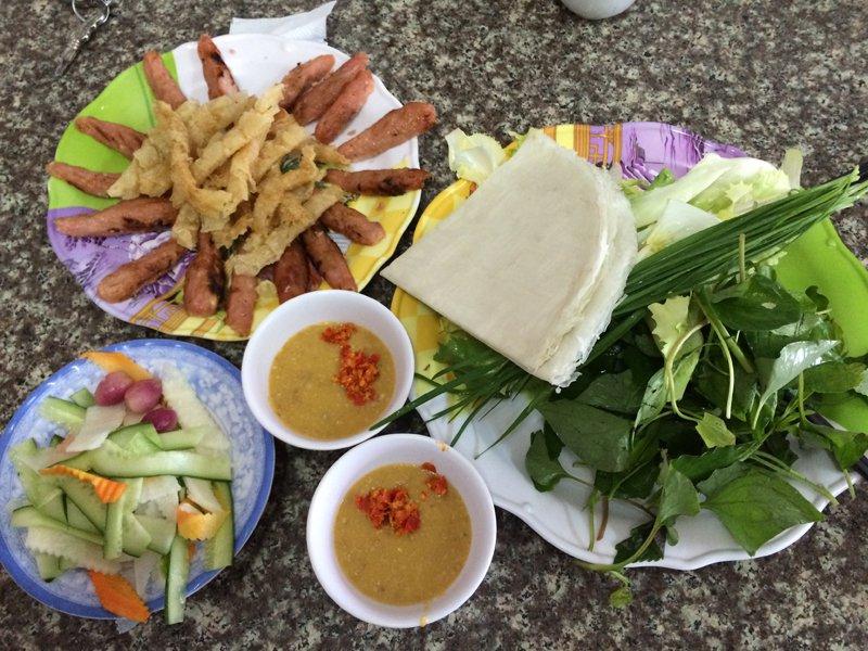 Một phần ăn nem nướng Bà Hùng. Ảnh: Traveltimes.vn