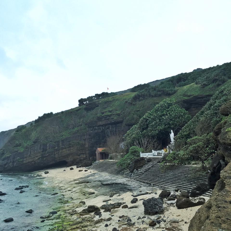Chùa Hang trên đảo Lý Sơn