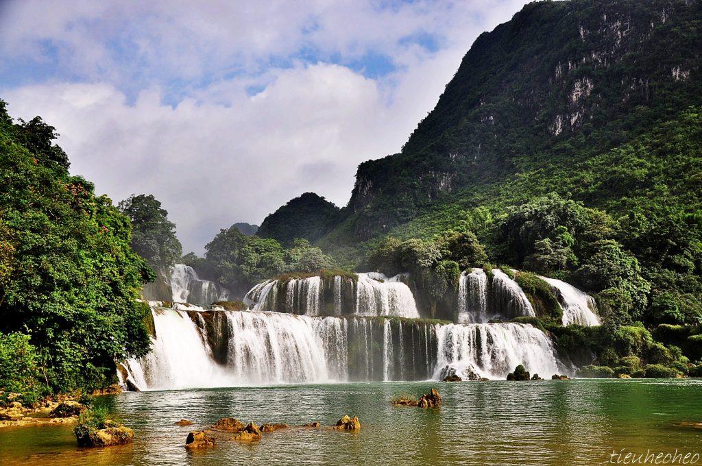 Vẻ đẹp ngọn thác biên giới - Ảnh: Heo Bờ Rồ