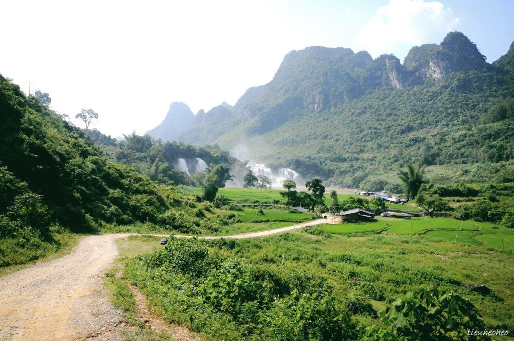 Con đường xuống thác - Ảnh: Heo Bờ Rồ
