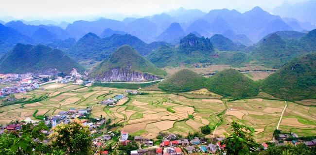 Núi đôi cô tiên Hà Giang