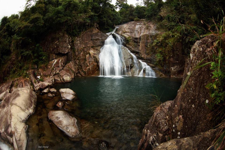 Thác Khe Vằn ba tầng nước đẹp nhất Quảng Ninh