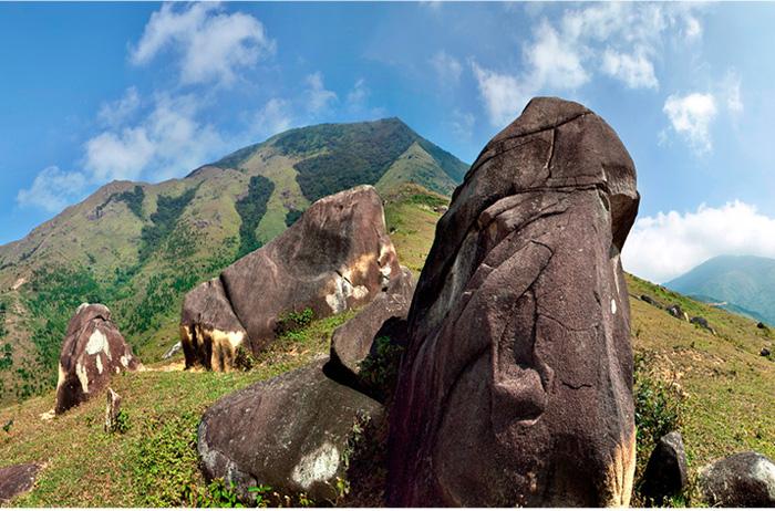 Cao Ba Lanh - lên núi tận mắt chiêm ngưỡng 'đá đàn trời'