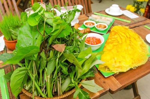 bánh xèo rau rừng - món ăn phải thử khi đi du lịch An Giang