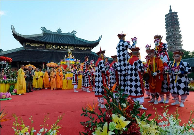 Du lịch Ninh Bình mùa xuân lễ hội