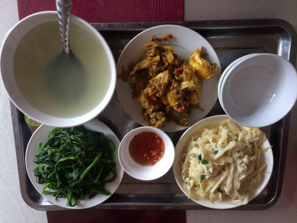Bữa cơm đạm bạc dành cho 2 người ở Yên Minh