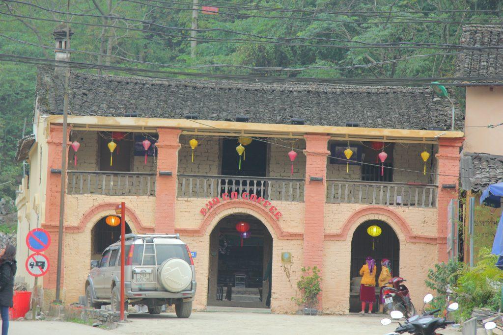 Quán cafe phố cổ Đồng Văn - Mọt trong những nóc nhà cổ còn xót lại ở Đồng Văn