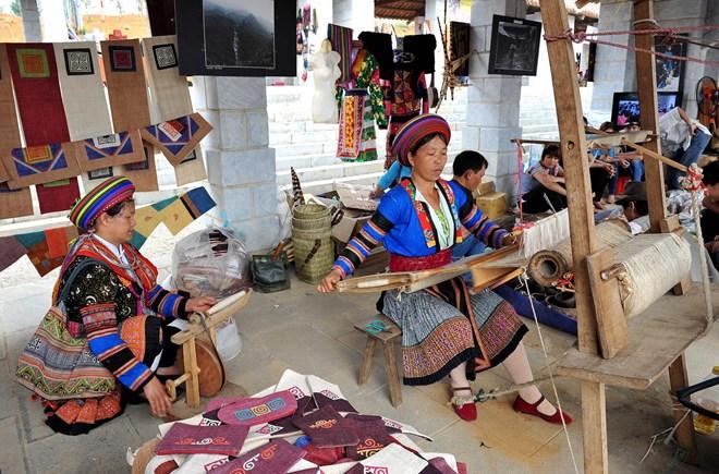 Đến thăm làng dệt thổ cẩm Lùng Tám để tận tay trải nghiệm nét văn hóa đặc sắc của người dân nơi đây