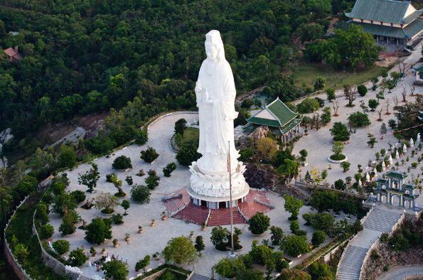 Tượng phật Quan Thế Âm lớn nhất Việt Nam ở chùa Linh Ứng Sơn Trà. Ảnh Internet