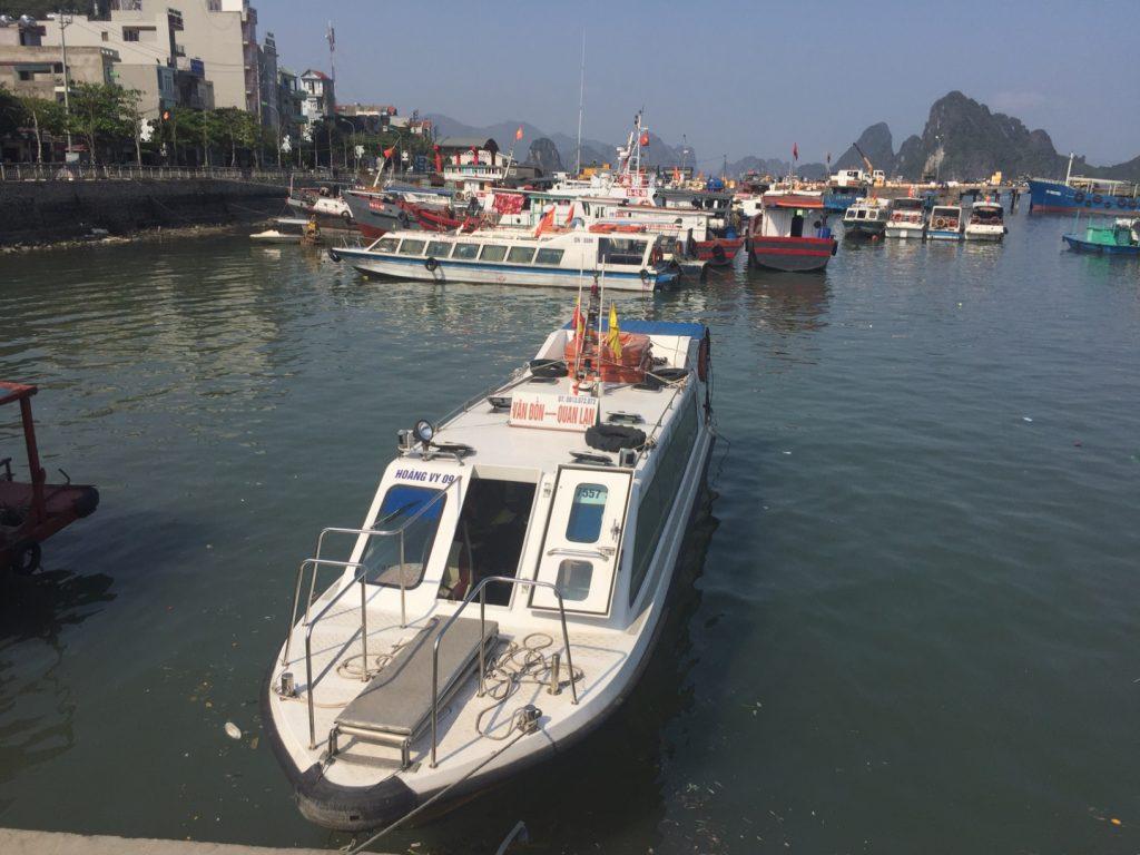 Thuê tàu từ cảng Vân Đồn vào đảo Quan Lạn