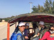 Tuk tuk là phương tiện đi lại chính trên đảo rất giống ở Campuchia và Thái Lan