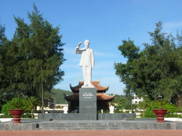 Tượng Đài Bác Hồ ở Cô Tô