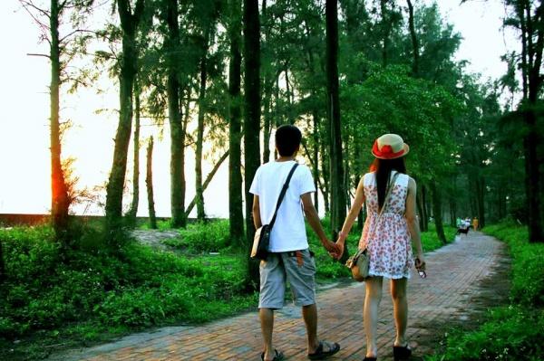 Nếu hai bạn yêu nhau mà dắt tay nhau đi hết con 2km đường Tình Yêu này sẽ bên nhau trọn đời trọn kiếp.