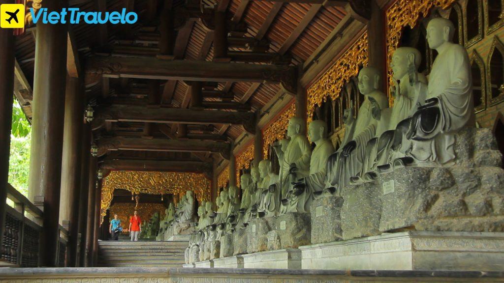 Khu chùa có nhiều tượng La Hán nhất Việt Nam: Với 500 vị bằng đá xanh cao khoảng 2m.