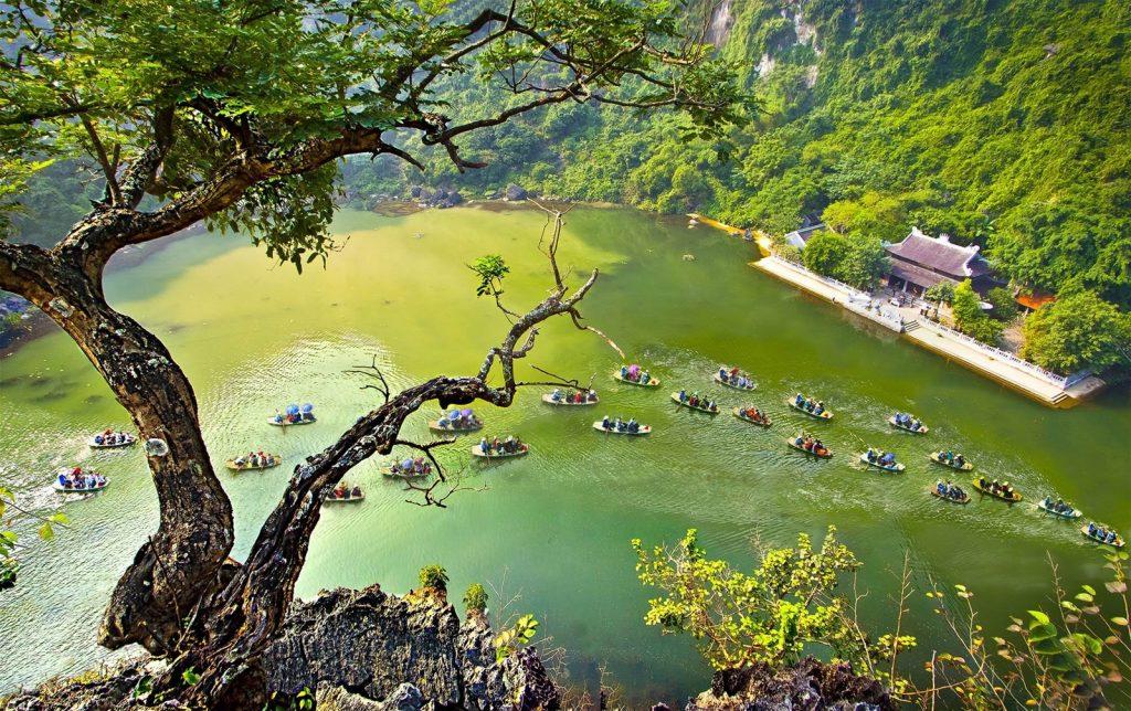 Du lịch Tràng An trên dòng sông Ngô Đồng