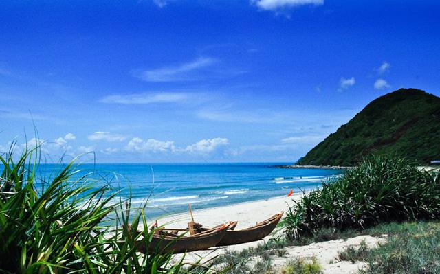 Những bờ cát trắng mịn trải dài trên đảo Quan Lạn. Ảnh: Fb Đảo Quan Lạn