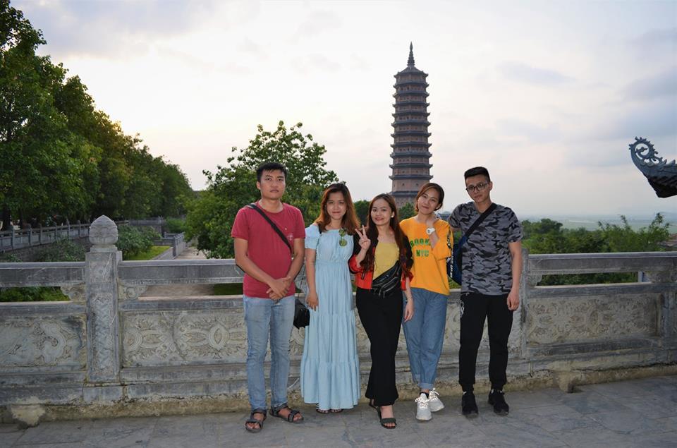Phía sau mình là Bảo Tháp được xác lập kỷ lục cao nhất châu Á