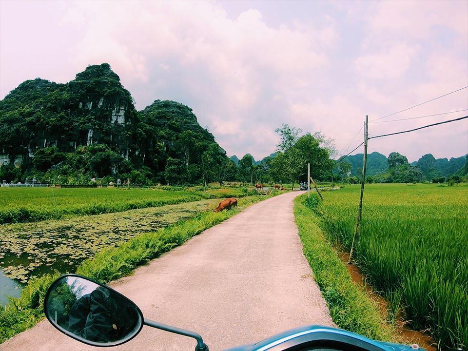 Lanh quanh gần homestay là những con đường đậm chất như này!
