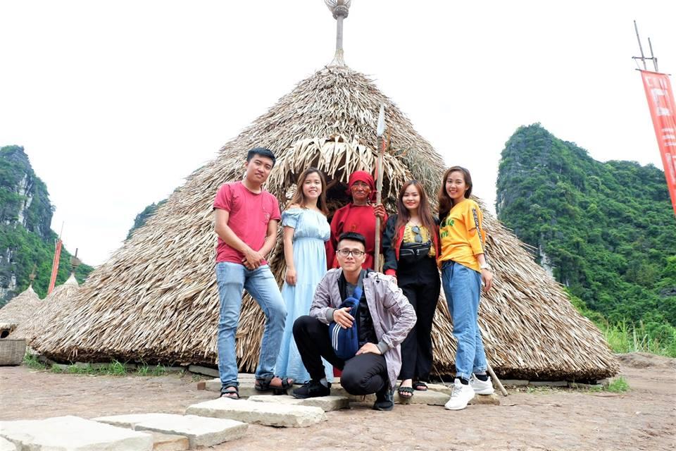 Thăm quan phim trường Kong, chụp hình lưu niệm tại ngôi làng thổ dân