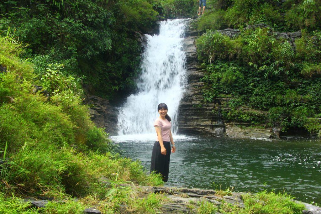Trải nghiệm tắm thác Thâm Luông Du Già