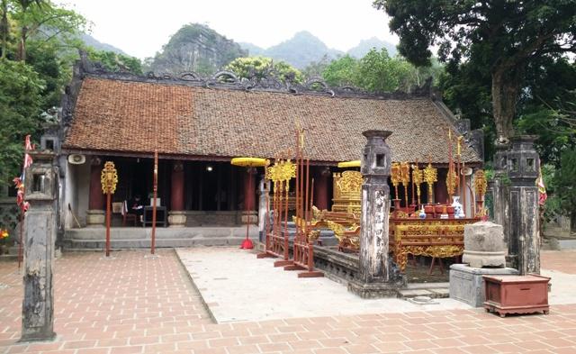 Đền chính - nơi thờ vua Đinh Tiên Hoàng
