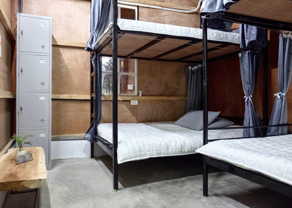 Giường tầng trong phòng tập thể của Jasmine Hà Giang