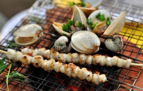 Những bữa tiệc hải sản ngon miền biển sẽ khiến chuyến đi thêm trọn vẹn