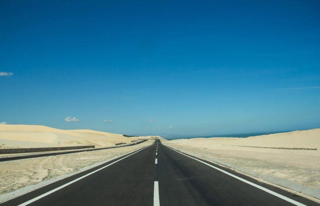 Đường cao tốc Hòa Thắng - Hòa Phú đẹp như miền viễn tây