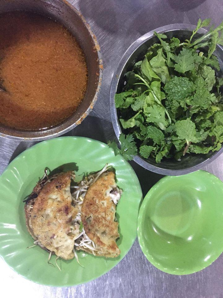 Bánh Xèo Tuy Phong - Một trong những món bạn nên thử khi đến đây.