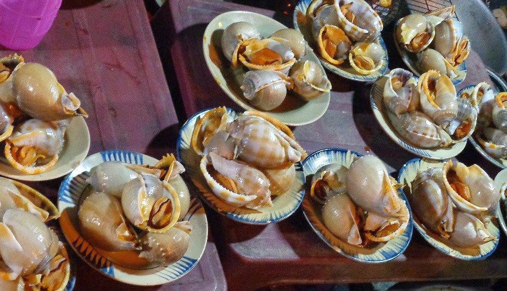 Thưởng thức hải sản tươi tại chợ đêm Cổ Thạch