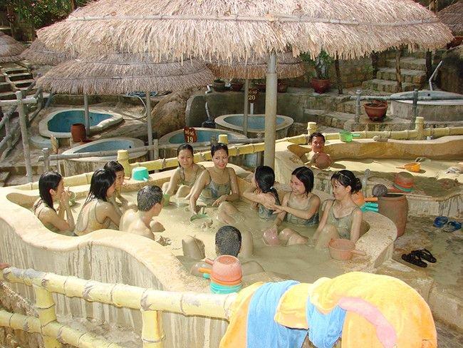 Tắm bùn khoáng Vĩnh Hảo một trải nghiệm không thể bỏ qua khi du lịch Tuy Phong, Bình Thuận. Ảnh Internet
