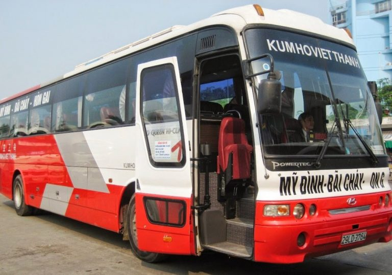 Kumho Viet Thanh bus goes to Ha Long